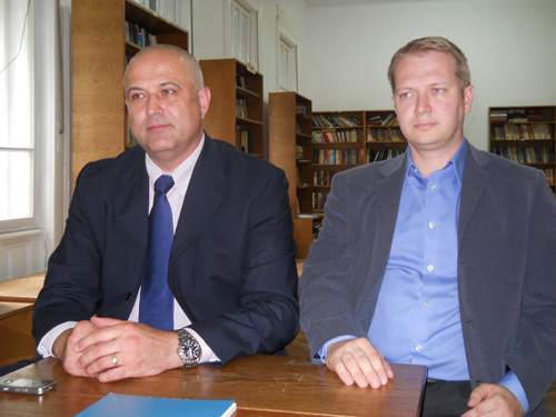 Dr. Cristian Rusu (stanga) si dr. Bogdan Feciche (dreapta)