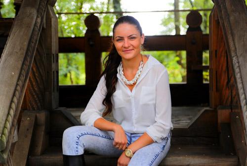Larisa-Monica-Bukva02
