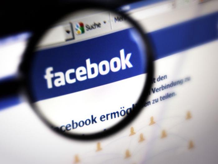 Facebook unter der Lupe, Facebook under scrutiny, Facebook under magnifier Credit: Christian Ohde/face to face