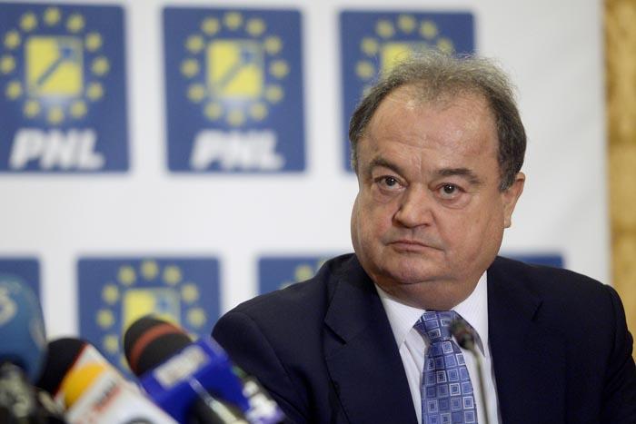 Presedintele PDL si copresedinte al noului PNL, Vasile Blaga, participa la prima sedinta a Biroului Politic National (BPN) al noului PNL, la Palatul Parlamentului, in Bucuresti, marti, 18 noiembrie 2014. MARIUS DUMBRAVEANU / MEDIAFAX FOTO
