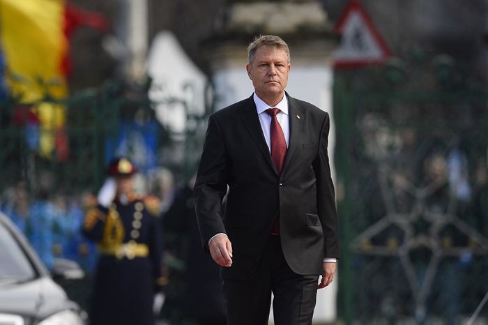 Presedintele Klaus Iohannis ajunge la Palatul Cotroceni, fiind întâmpinat de Garda de Onoare, in Bucuresti, duminica, 21 decembrie 2014. Presedintele ales, Klaus Iohannis, a depus juramântul în sedinta solemna a Senatului si Camerei Deputatilor, ulterior, la Palatul Cotroceni, avand loc ceremonia de predare-primire a functiei între Traian Basescu si Klaus Iohannis. OCTAV GANEA / MEDIAFAX FOTO