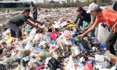 Groapa de gunoi va fi gata numai la anu'