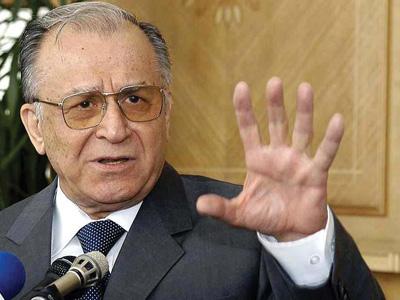 Iliescu: Mugur Isărescu ar fi un preşedinte potrivit