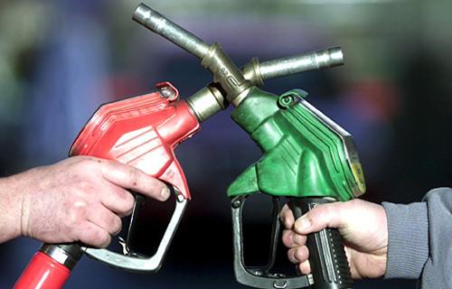 Guvernul amână cu trei luni introducerea accizei suplimentare la motorină