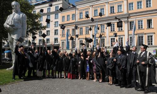 Cât te costă să fii student în Uniunea Europeană ?