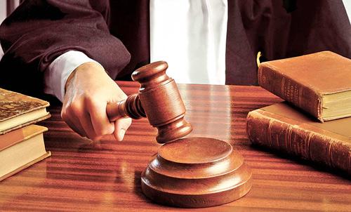 Sătmăreni reţinuţi pentru că au vrut să cumpere un judecător de la CA Oradea