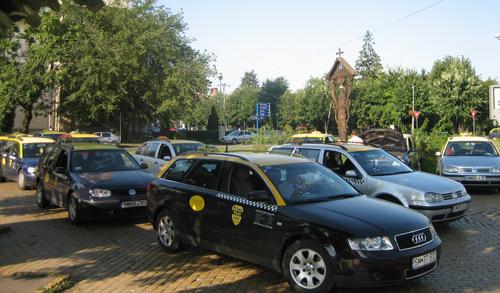 Taximetriştilor li se fâlfâie de TVA-ul nou