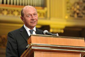 Băsescu crede că mai avem nevoie de bani