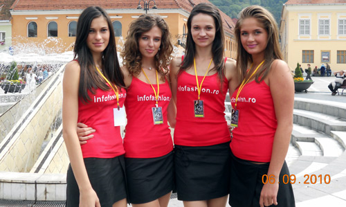 Patru fete frumoase au impresionat un castel întreg