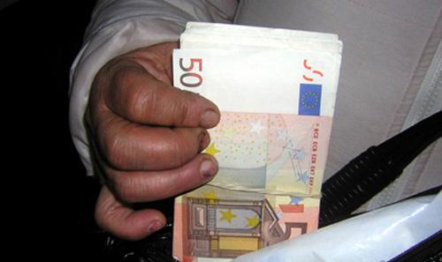 Avocată din Satu Mare prinsă în flagrant primind 5.000 de euro mită