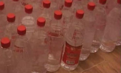 150 litri de alcool descoperiţi într-un autoturism