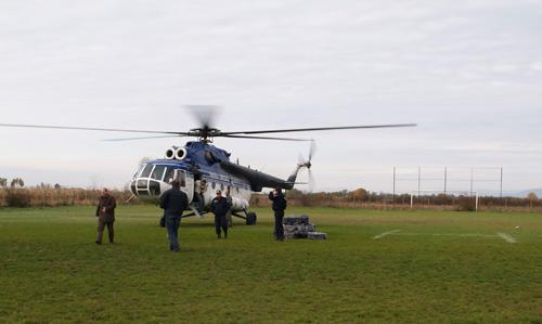 Ţigări confiscate cu elicopterul (video)