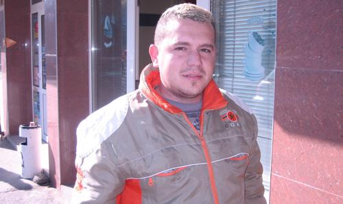 A sunat disperat la 112 să reclame că e bătut de jandarmi