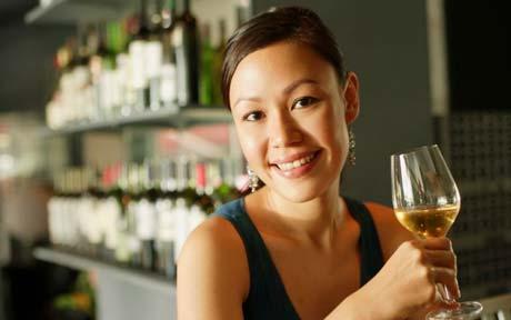 Chinezilor le place vinul românesc