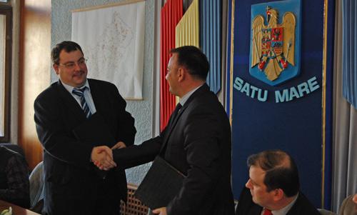 """Semnat, parafat, ştampilat – Consiliul Judeţean se """"retehnologizează"""" cu informatică de mileniul 3"""