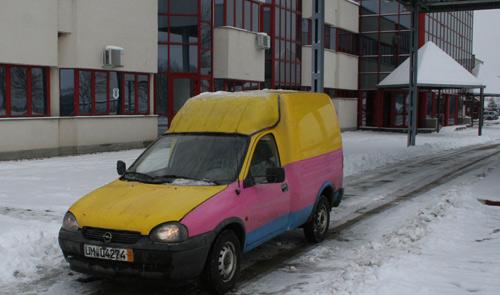 Un moldovean a încercat să introducă în ţară o maşină neînmatriculată
