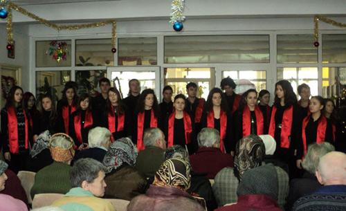 Concert de colinde la azilul de bătrâni