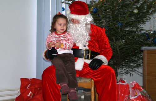Moş Crăciun a ajuns azi şi la IJPF Satu Mare (video)
