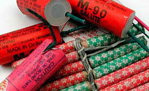 Articole pirotehnice  ridicate în vederea confiscării de polițiști