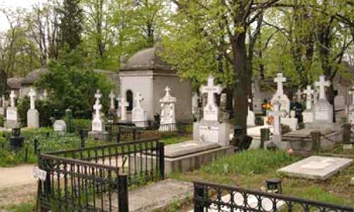 Cimitir privat cu sală pentru pomeni şi sector pentru VIP-uri