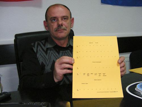 Nevăzătorii au o bibliotecă Braille la sediul Asociaţiei