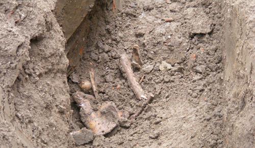 Cimitir medieval lângă Biserica cu lanţuri?