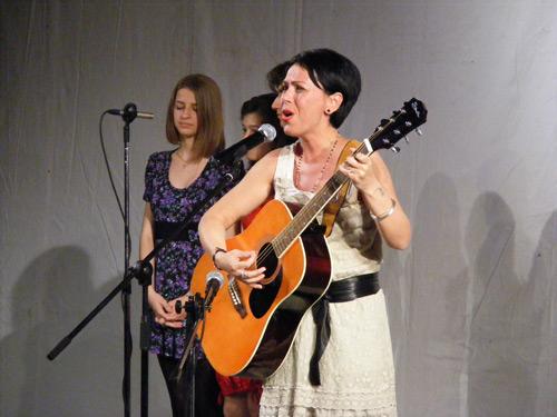 Un spectacol inedit cu o voce inedită … Claudia Şerdan