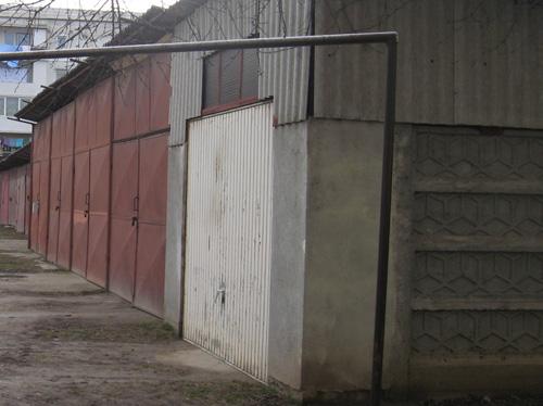 Somaţii pe 100 de garaje ilegale în Micro 16