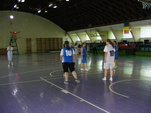 """Baschetbalistele de la Eminescu – învingătoarele Cupei """"Luceafărul"""""""
