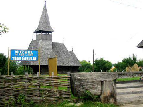 Pălincie tradițională la Muzeul în aer liber din Negrești Oaș