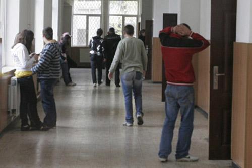 160,5 de ani de absenţe adunate într-un an şcolar de elevii sătmăreni