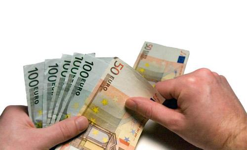 Falsificatori de bani prinşi de poliţiştii sătmăreni