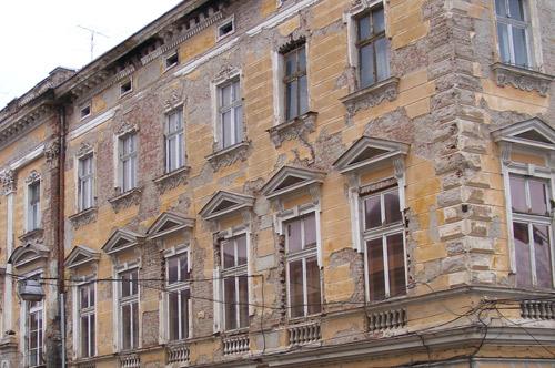 Reparațiile la fațadele clădirilor – dureri de cap și amenzi pentru conducerea Primăriei