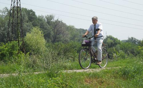 Cu bicicleta pe dig, până-n Ungaria