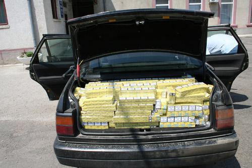 3.900 pachete de ţigări ucrainene într-o maşină