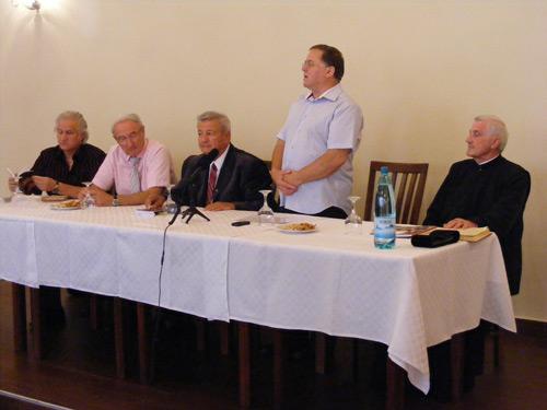 Trei cărţi semnate de Teodor Curpaş, lansate astăzi la Satu Mare
