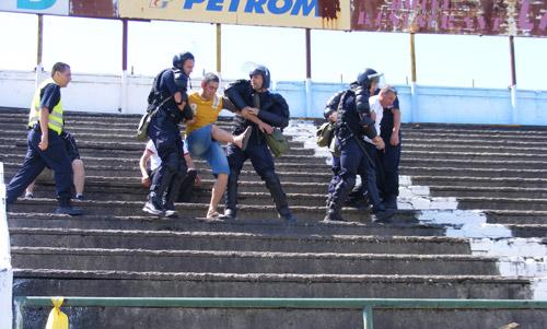 Jandarmii au potolit suporterii zgomotoşi de pe Stadionul Olimpia