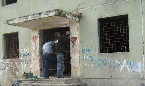 Lacăt pe blocul CD1 de pe Ostrovului