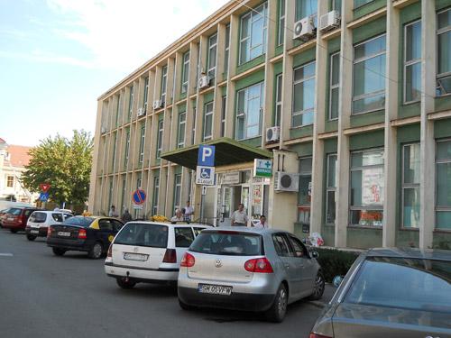 Afară cu cabinetele private din Policlinica Veche!