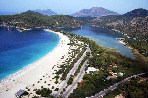 Rămaşi fără concediul în Antalya, păgubiţii îşi vor banii înapoi
