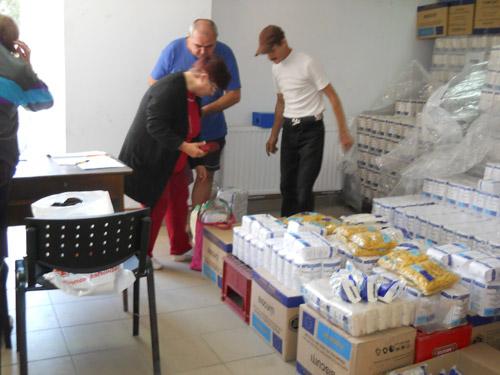 A început distribuirea alimentelor comunitare