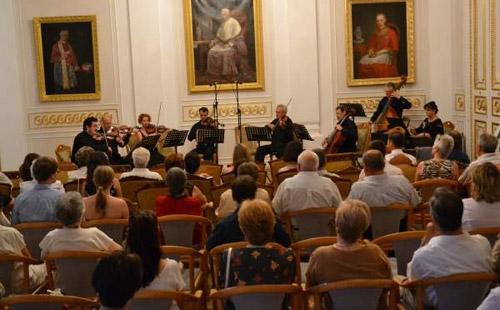 """Ansamblul """"Consonatia"""", în concert la Negreşti Oaş"""