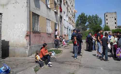 Ţiganii de pe Ostrovului vor avea chiuvetă şi toaletă în locuinţe