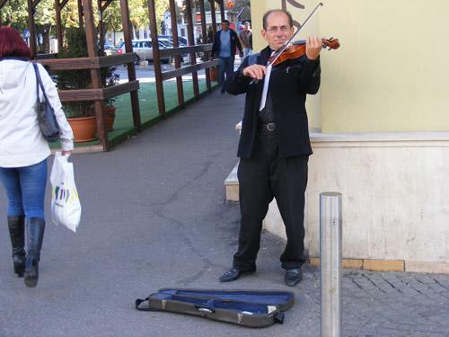 Singur pe lume, cu vioara sub braț