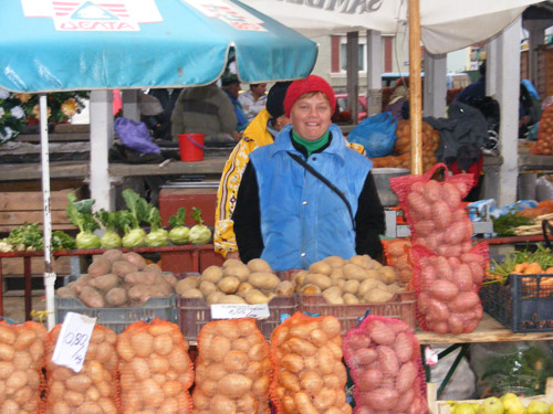 Comercianţi mulţi dar cumpărători cu ţârâita în pieţele de alimente din Satu Mare