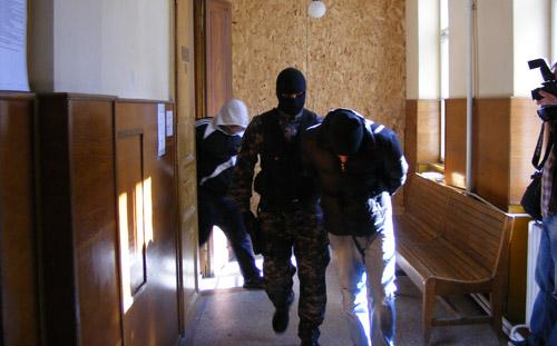 Violatorii fetei de 16 ani, au fost arestați pentru 29 de zile