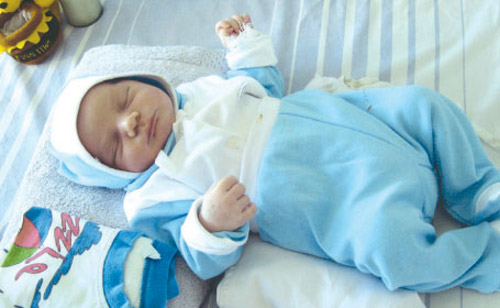 Bebeluș de trei luni abandonat pe holul Spitalului Judeţean