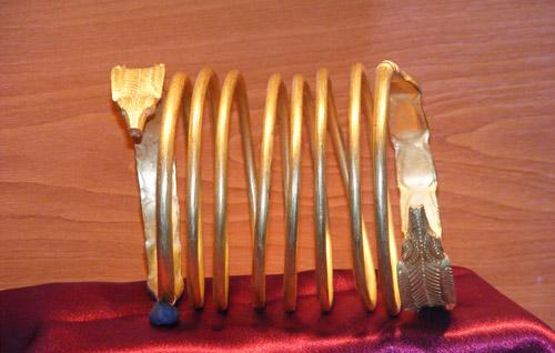Brățările regale dacice de aur de la Sarmizegetusa Regia, sunt expuse la Muzeul Județean Satu Mare