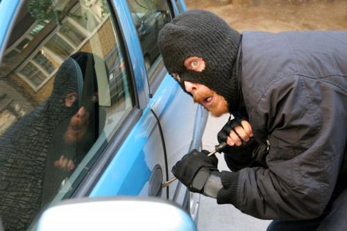 Hoții de mașini au fost mai harnici în acest an