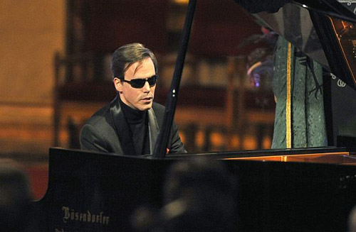 Pianistul nevăzător Erdi Tamas, în concert la Satu Mare